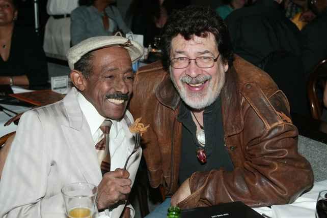 Patato Valdés y Ray Barretto. Foto de Martín Cohen